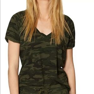 Sanctuary v neck camo t shirt XS